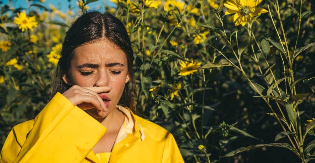 Woman allergic to pollen | Wheezing Cough Symptoms & Remedies | Causes of a Wheezing Cough
