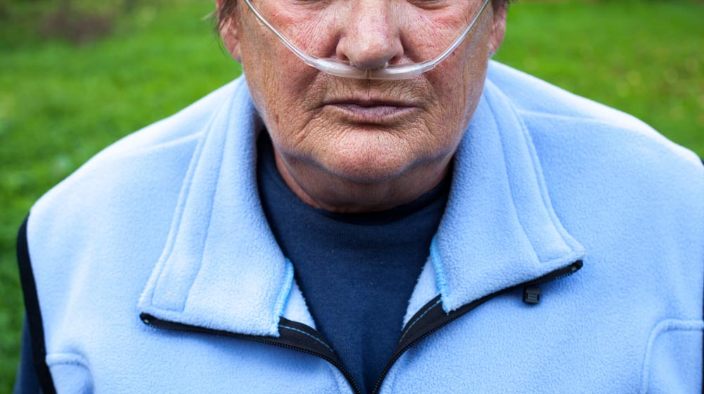 senior-man-using-breathing-support-because-of-having-COPD | What Are the 4 Stages of COPD?