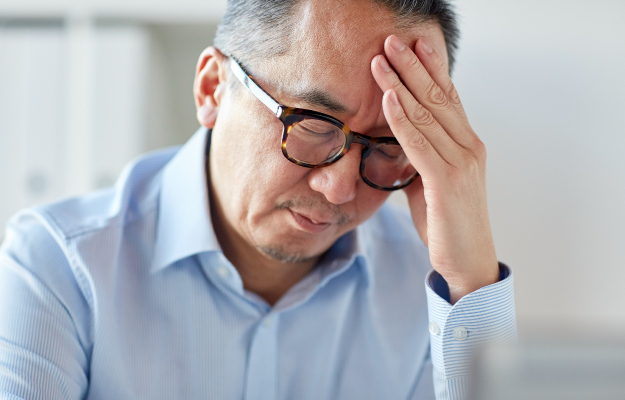 tired-man-in-eyeglasses-suffering-from-headache | Who Is at Risk? | What Is Periodic Breathing - What Can I Do?