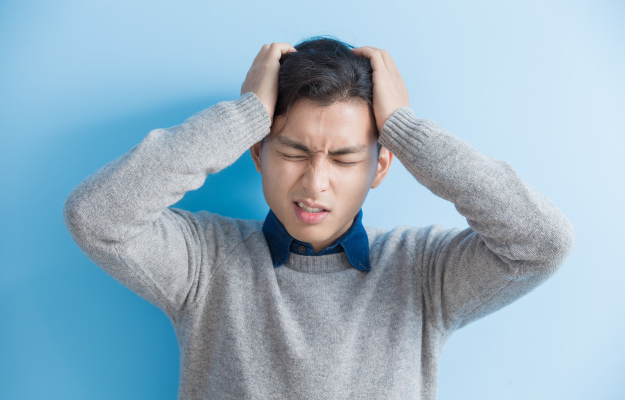 man-feel-headache | Chronic Cough Negatively Impacts Quality of Life, Study Shows